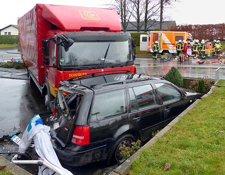 www.neunkirchen-seelscheid.info: b153 - Rettungswagen prallte bei ...
